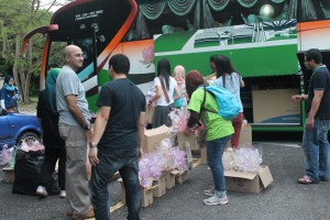 PMC Community Outreach Students load up the vehicles with medical, hygiene and food supplies for the Temiar people